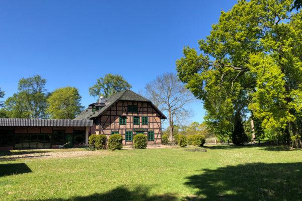 Haupthaus mit Gelände