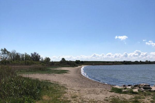 Ansicht Meer mit Strandabschnitt