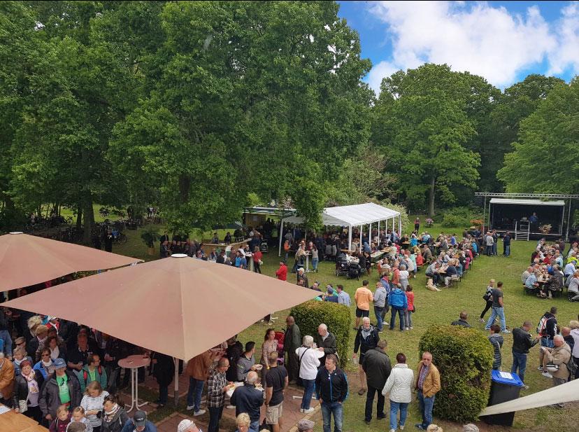Ansicht Hof von oben bei Veranstaltung