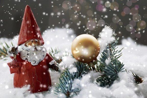Weihnachtsdeko mit Kunstschnee